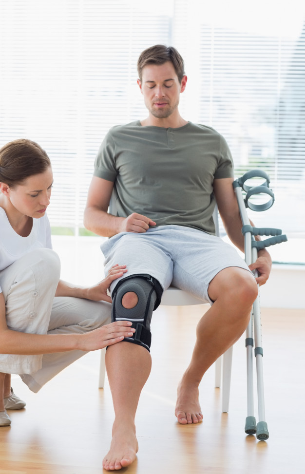physiotherapist - Knee Braces